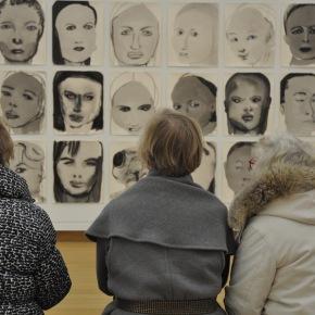 Marlene Dumas in Stedelijk Museum Amsterdam: wie kijkt naarwie?